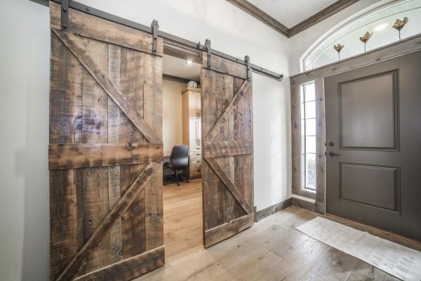 barn-doors-107983514-ACBA-DE7E-7EAC-E35843C2B66F.jpg