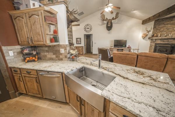 kitchen-4C8297FB3-D440-2D5F-0D60-A8C52CE33FBD.jpg
